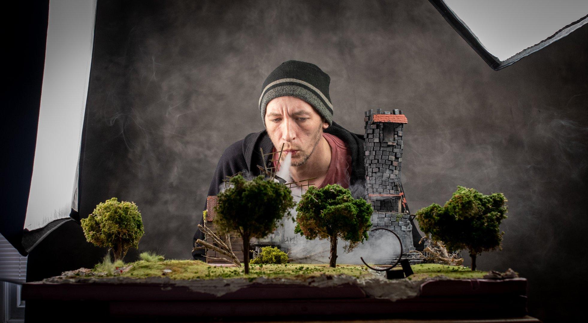 Sesión fotográfica del Cosplay de Anduin Lothar con decorado en miniatura